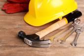 Herramientas de construcción con el casco — Foto de Stock