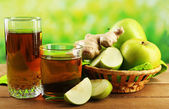 Glass of healthy fresh juice of apples and ginger on wooden background — Stock Photo