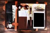 Zabaleny kufr dovolené položek, pohled shora — Stock fotografie