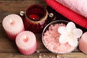 Spa still life with candlelight and sea salt on wooden background — Fotografia Stock