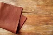 Servet op houten tafel — Stockfoto