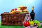 Wicker picnic basket — Stock Photo