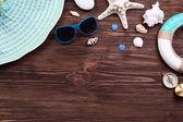 木製の背景にトラベル アクセサリー — ストック写真
