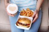 Woman with unhealthy fast food, close-up  — Φωτογραφία Αρχείου
