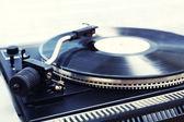 Grammophon mit einer Vinyl-Lp — Stockfoto