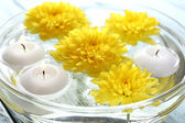 Bowl of spa water with flowers and candles, closeup — Stock Photo