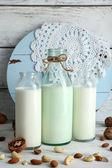 Milk in glassware and walnuts — Stockfoto