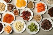 Diversi prodotti su piattini — Foto Stock