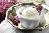 Ice cream and lilac flowers — Stock Photo