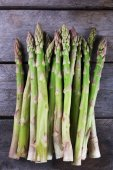 Fresh asparagus on wooden background — Stock Photo