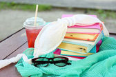 Books, glasses, swimsuit and drink outdoors — Stock Photo