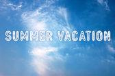 暑假写在蓝色的天空 — 图库照片