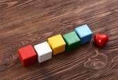 Kleurrijke kubussen voor inscripties op houten achtergrond — Stockfoto