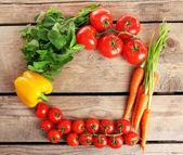 桌上的新鲜蔬菜 — 图库照片