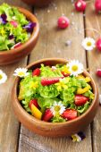 Light organic salad with flowers, close up — Stock Photo