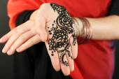 Henna na ženské ruce — Stock fotografie