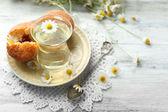 Chamomile tea with chamomile flowers — Stock Photo