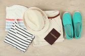 Summer vacation clothes, shoes and hat on wooden background — Stock Photo