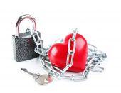 心的形状与金属链 — 图库照片