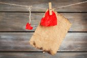 Bright heart hanging on rope — Stock Photo