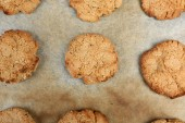 Homemade cookies on baking sheet close up — Stock Photo