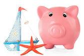 Piggy bank met nautilus en sea star geïsoleerd op wit — Stockfoto