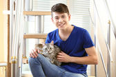 Young man with cute cat — Stock Photo