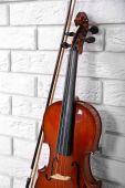 Violin on bricks wall background — Stock Photo