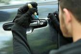 Man inbreker steelt auto — Stockfoto