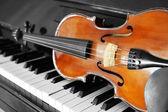 Violin on piano keys, closeup — Stock Photo