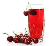 Bicchiere di succo di frutta fresco con ciliege isolate su bianco — Foto Stock