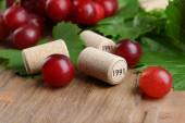 Wine bottle corks with grapes on table close-up — Stock Photo