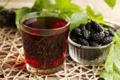 Glass of refreshing mulberry juice with berries on table close up — Stock Photo