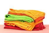 Kolorowe ręczniki na jasnym tle — Zdjęcie stockowe