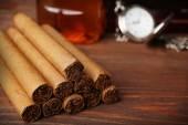 Cigarrer på träbord, närbild — Stockfoto