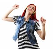 美しい若い女性は白で隔離されるヘッドフォンで — ストック写真