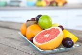 Fruits frais sur la table — Photo