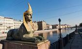 Sculpture of sphinx on Egyptian bridge in Saint-Petersburg — Stockfoto
