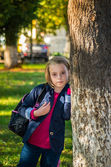 Pretty girl of school age in the autumn park. — Stock Photo