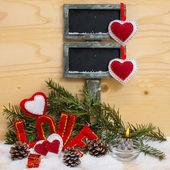 Harten en het woord liefde gemaakt van doek met brandende kaars. — Stockfoto