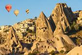 Hot Balloons over Uchisar — Stock Photo