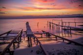 Fishing pier in sea at sunset — Stock Photo