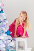 Beautiful girl dress up Christmas tree — Stock Photo