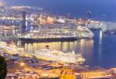Cruise ships in port of Barcelona, Spain — Stock Photo