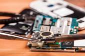 Repair a broken mobile phone — Stock Photo