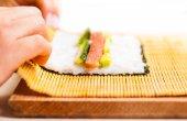Chef transforma folha de nori — Fotografia Stock