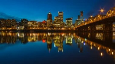Time Lapse Movie of Downtown City Skyline of Portland Oregon Zooming Out on Willamette River with Hawthorne Bridge and Blue Hour Water Reflection at Night 1080p — Stock Video