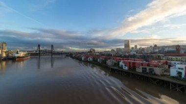 Time Lapse Movie of Moving Clouds and Auto Traffic with Water Reflection and Cityscape along Willamette River in Downtown Portland Oregon at Sunset 1080p — Stock Video