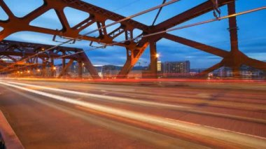 Time Lapse Movie of Long Exposure Light Trails During Peak Hour Road Traffic on Broadway Bridge from Daylight into Blue Hour in Portland Oregon 1080p — Stock Video