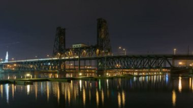 Time Lapse Movie of Long Exposure Peak Hour Traffic on Steel Bridge with Colorful Water Reflection along Willamette River in Downtown Portland Oregon at Night 1080p — Stock Video